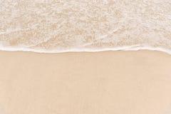 Våg på till stranden Arkivfoto