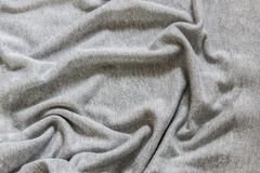 Våg-som veck på tyget Skrynkliga textiler, bakgrund Royaltyfria Bilder