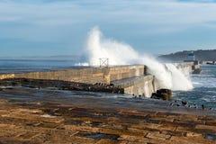 Vågbrytare av hamnen av Saint-Jean-De Luz, Frankrike royaltyfri foto