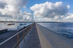 Vågbrytare dam Bay, Warrnambool, Australien Arkivfoton