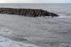 Vågbrytare i havet på ön av madeiran Portugal Arkivbilder