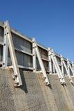 Vågbrytareskyddsmur mot havet Arkivbilder