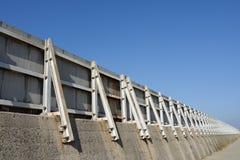 Vågbrytareskyddsmur mot havet Royaltyfria Bilder