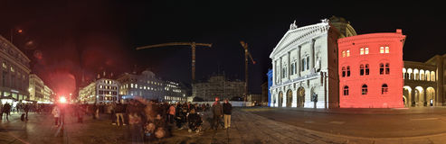 Vågen av solidaritet för offren i Paris Bern Royaltyfri Foto