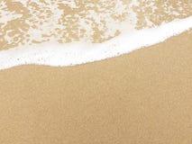 Vågen, sanden och stranden Arkivbilder