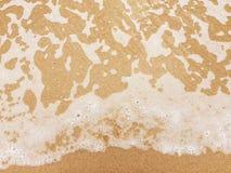 Vågen, sanden och stranden Fotografering för Bildbyråer