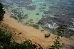Vågor över stranden Arkivfoto