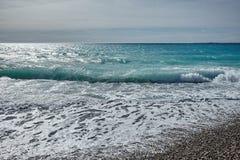 Vågor av det Mediterranian havet Fotografering för Bildbyråer