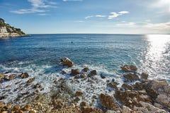 Vågor av det Mediterranian havet Arkivfoto