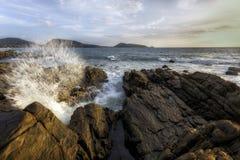 Vågor för Kalim monsunsäsong Arkivfoto
