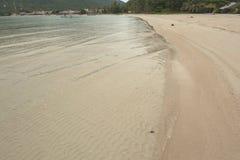 Vågor för sand för KohPhangan Thailand strandlandskap BlueWather SunyDay PerfectBeach Arkivbild