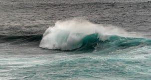 Vågor i Atlantic Ocean, Porto Moniz, madeiraö Portugal, ultrarapid stock video