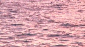 Vågor i havet i Montenegro den stora röda solnedgången stock video