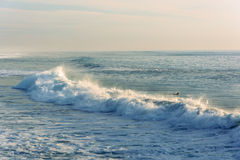 Vågor i Stilla havet, i imperialistisk strand, Kalifornien Arkivbilder