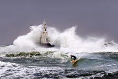 Vågor och bränning Arkivbilder
