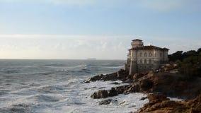 Vågor på den Livorno kusten stock video