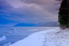 Vågor på Lake Baikal arkivbilder
