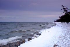 Vågor på Lake Baikal royaltyfria bilder