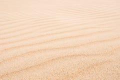 Vågor på sanddyn i Chaves sätter på land Praia de Chaves i Boavist Royaltyfri Bild
