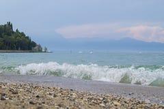 Vågor på sjön Garda Royaltyfri Fotografi