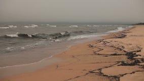 Vågor på stranden av Lake Baikal stock video