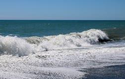 Vågor som bryter på kusten, södra ö, Nya Zeeland arkivfoto
