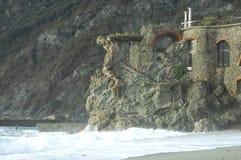 Vågor som bryter på stranden Fotografering för Bildbyråer
