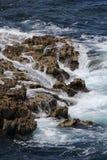 Vågor som bryter på, vaggar längs den Amalfi kusten Fotografering för Bildbyråer