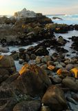 Vågor som kraschar nära 17 mil drev och Monterey, Kalifornien Royaltyfri Fotografi
