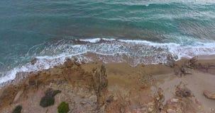 Vågor vaggar och sand arkivfilmer