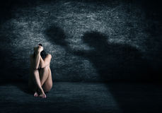 Våld mot kvinnor royaltyfria bilder