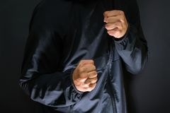 Våld och brott på gatorna, digital tekniskt feleffekt, offer royaltyfri bild