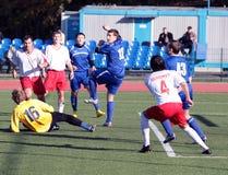 våldsam fotbollansträngning Arkivbilder