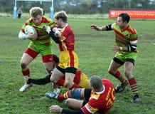 våldsam rugbyansträngning Royaltyfri Fotografi