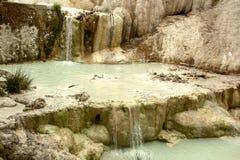 Vår av termiskt vatten av Bagni san filippo royaltyfri foto
