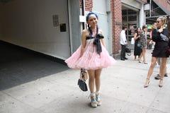 Vår 2016, gatakläder för New York City modevecka royaltyfria bilder