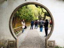 Vår i ödmjuka administratörs trädgård, en av de mest berömda klassiska trädgårdarna av Suzhou arkivbilder