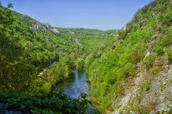 Vår i kanjonen Matka, Kroatien Arkivfoton