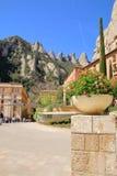 Vår i kloster av Montserrat Arkivfoton