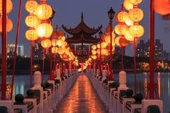 Vår och Autumn Pavilions, Lotus Pond, Kahosiung Arkivfoto