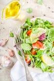 Vårblandningsallad med grönsaker arkivbild