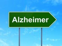 Vård- begrepp: Alzheimer på vägmärkebakgrund Arkivbild