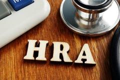 Vård- bokstäver för ersättningkonto HRA på skrivbordet arkivbild