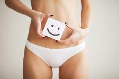 Vård- kvinnor Closeup av den sunda kvinnlign med den slanka härliga passformen Royaltyfri Foto