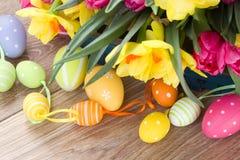 Våren blommar buketten med easter ägg Fotografering för Bildbyråer