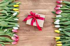 Våren blommar på brädet Arkivbilder