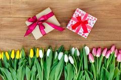 Våren blommar på brädet Arkivfoto