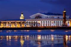 Våren bryter upp på Neva River i St Petersburg i aftonen Arkivfoto