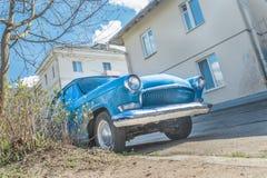 Vårfeber av den gamla klassiska bilen Arkivbilder