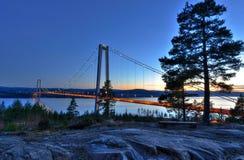 Vårlandskap för härlig svenskbro Arkivfoton